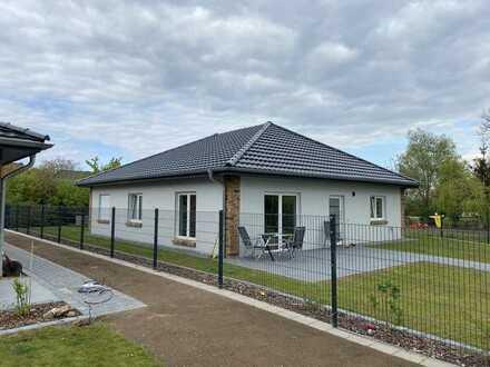 Preiswertes, großes und neuwertiges Haus mit vier Zimmern und EBK in Zierow