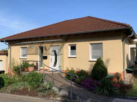 Neuwertiger Bungalow mit fünf Zimmern und Einbauküche in Breitenbach, Breitenbach