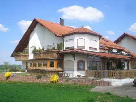 Zum Selbstbezug geeignet: 3- Zimmer Maisonette- Wohnung mit Balkon in Jettingen zu verkaufen!