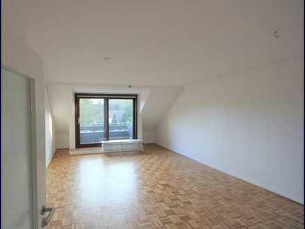 3D-Rundgang! Schöne großzügige 3-1/2-Zimmer-Maisonettewohnung mit Balkon und Einbauküche in Bergsted