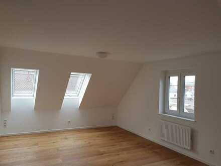 Neu ausgebaute DG-Wohnung in Augsburg-Oberhausen