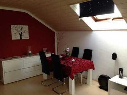 Gepflegte Dachgeschosswohnung für Single oder Paar in Homburg Einöd (Uni-nah)