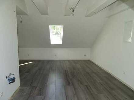 Schöne, helle und neuwertige 2-Zimmer-Dachgeschosswohnung