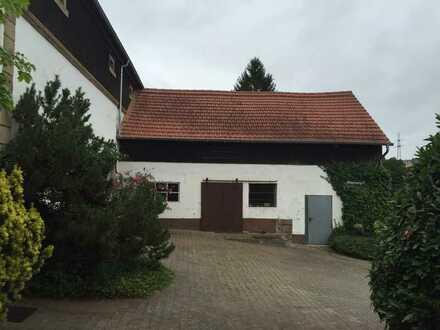 Bauernhaus mit Wirtschaftsgebäuden und angrenzenden 5 ha Grünland