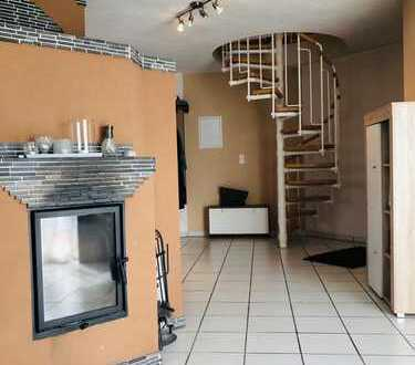 Neuwertige 3,5-Zimmer-Maisonettenwohnung mit Balkon und Einbauküche in Dettenheim