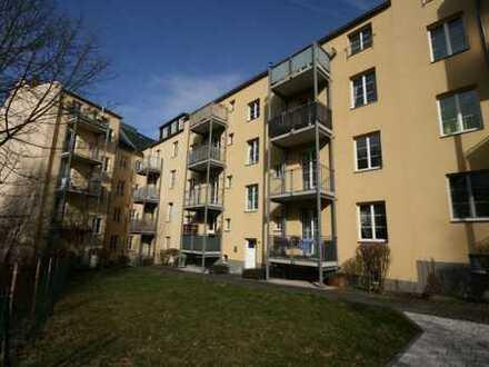 Schöne Single-Wohnung mir neuem Laminat!!!