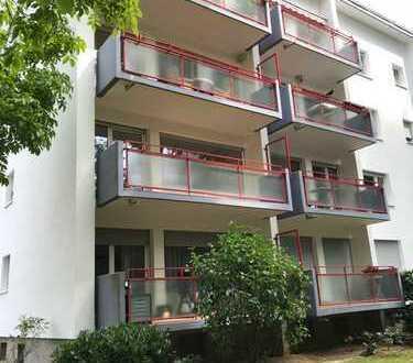 Exklusive, modernisierte 3-Zimmer-Wohnung mit Balkon und EBK in Frankfurt
