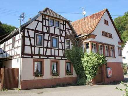 Doppelhaus mit neun Zimmern in Südliche Weinstraße (Kreis), Oberschlettenbach