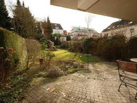Imposant... mit eigener Terrasse und großem Garten plus eigener Garage!