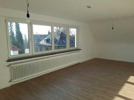 Großzügige, helle 1-Zimmer-Dachgeschosswohnung (komplett saniert) in Stuttgart-Degerloch