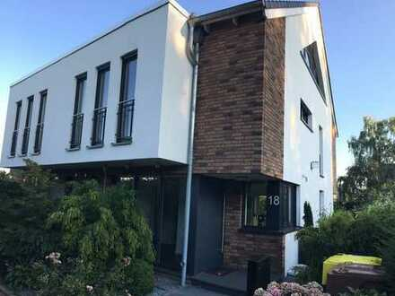 Luxus Doppelhaushälfte in Rheinnähe