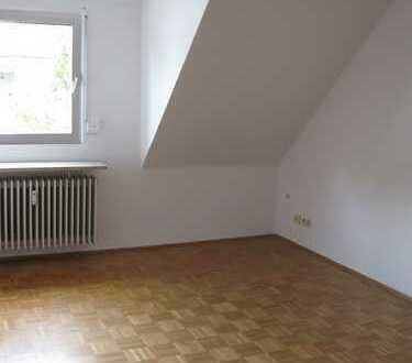 Gepflegte 2-Zimmer-Dachgeschosswohnung mit Einbauküche in Ludwigshafen am Rhein