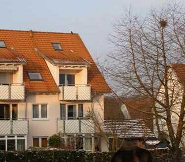 VON PRIVAT: Traumhafte, lichtdurchflutete 2-Zi.Maisonettewohnung, großer Balkon u. Stellplatz
