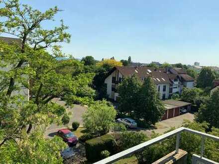 Frisch renovierte 3-Zimmer Wohnung mit Süd-Balkon in Karlsruhe