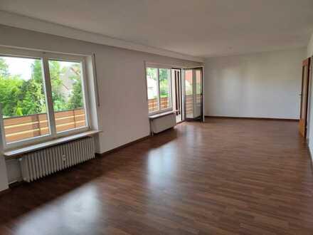 Vollständig renovierte Wohnung mit vier Zimmern und Balkon in Ansbach
