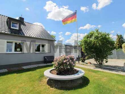 Großstadtleben mit Charme: Wunderschöne Doppelhaushälfte mit großem Grundstück in Berlin-Karow