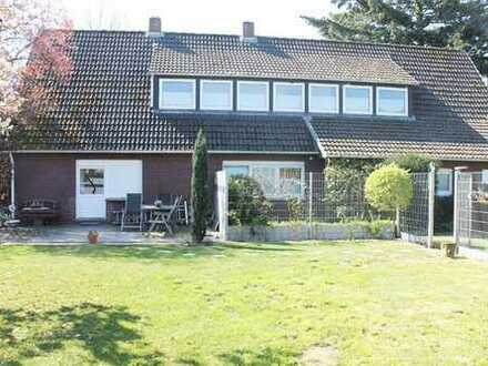 Zweifamilienhaus, großes Grundstück!