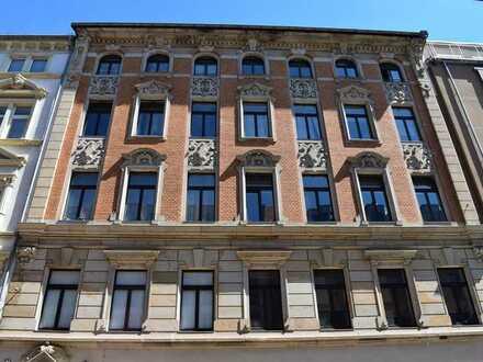 Schöne 3-Raumwohnung in der Altstadt, Parkett, Fahrstuhl, Gäste WC