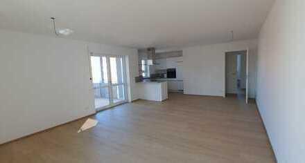 ...Erstbezug - geräumige Erdgeschoss-Wohnung mit EBK, großer Terrasse u. Garten ...