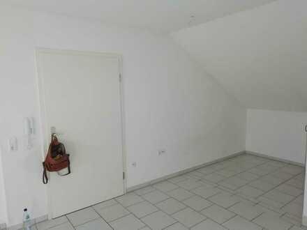 Gepflegte Dachgeschosswohnung mit einem Zimmer und Balkon in Kaiserslautern-Einsiedlerhof