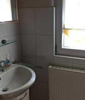 Günstige, geräumige und gepflegte 3-Zimmer-Hochparterre-Wohnung 2Bäder, Balkon und EBK
