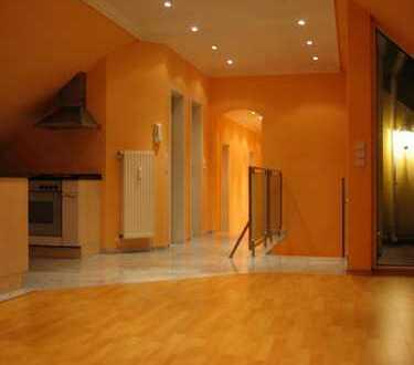 -Von Privat- Ideal für Single o.jungem Paar,ca.70m² DG-Wohnung, mit EBK,Gäste-WC,Mamorbad,Dachbalkon