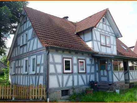 Denkmalgeschütztes Fachwerkhaus in der Ortsmitte von Flörsbachtal mit zwei Wohnungen