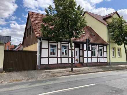 Einfamilienhaus mit weiterem Sanierungsbedarf in bester Lage von Osterburg