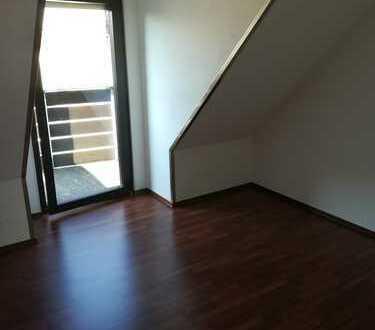 Attraktive 2,5 -Zimmer-Maisonette-Wohnung mit Balk, Loggia, EBK, Garage in Sindelfingen (Maichingen)