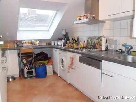 ML Immobilien Süße 3 Zimmer mit Balkon in 3 Fam.-haus. Gerne an alleinstehende Person zu vermieten