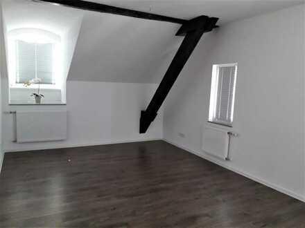 Stilvolle, neuwertige 3-Zimmer-Dachgeschosswohnung mit EBK in Biberach
