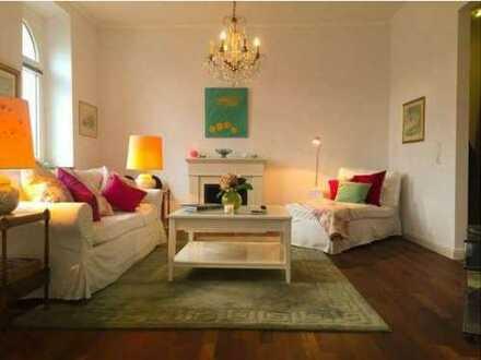 Stilvolle, hochwertig sanierte 4-Zimmer Altbau-Wohnung mit Balkon, EBK und Stellplatz in Bad Homburg