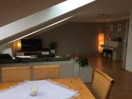 Stilvolle, modernisierte 2-Zimmer-DG-Wohnung mit Einbauküche in Sendling-Westpark, München
