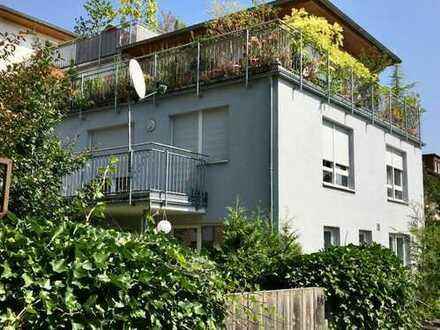 Schöne und helle 4-Zimmer Wohnung mit Terrasse und kleinem Garten in Innenstadtnähe