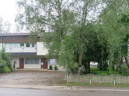 Gewerbegrundstück: Wohn- und Bürogebäude, Produktionshalle, Freifläche, Fremdarbeiterwohnheim