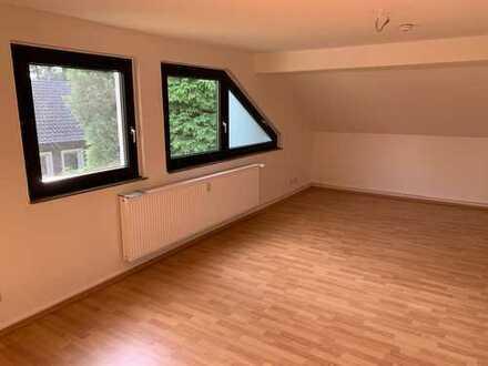 Schöne, geräumige 2 Raum Dachgeschosswohnung mit Gemeinschaftsgartennutzung
