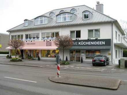 Modernes, gepflegtes Geschäfts.-Bürohaus in zentraler Lage. Steuerhebesatz nur 240.