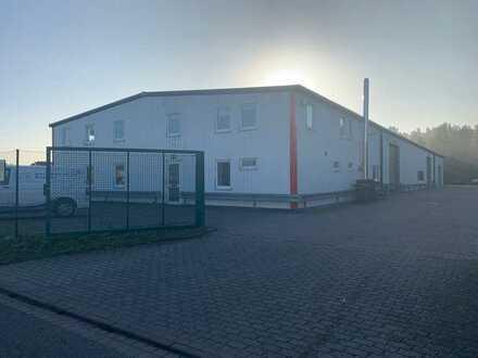 Gewerbehalle mit Büro im Industriegelände