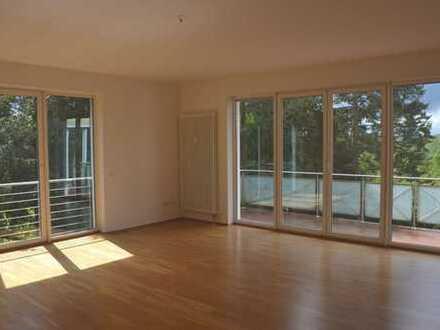 *ruhige 4 Zi-Whg mit 2 Balkonen/Gartenbereich *Auch WG geeignet*