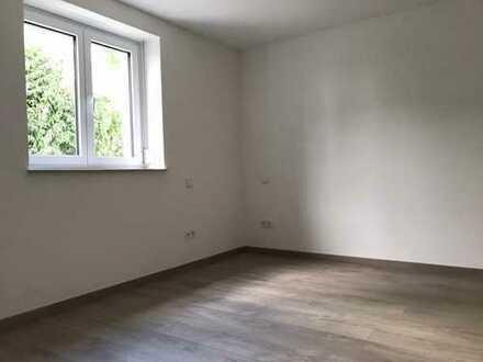 Erstbezug: exklusive 2,5-Zimmer-Erdgeschosswohnung mit Einbauküche und Balkon in Gebersheim