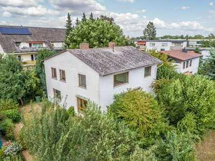 Frankfurt Nieder-Eschbach Freistehendes Haus mit grosszügigem Grundstück