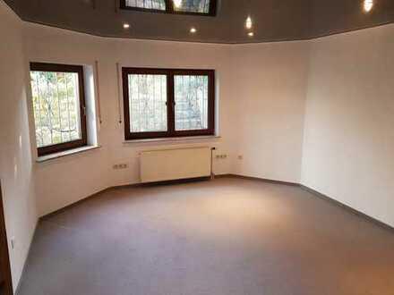 Erstbezug nach Renovierung - Großzügige 2,5 ZKB Wohnung in ruhiger Lage