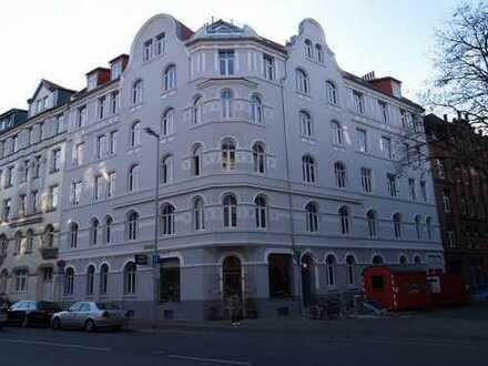 Grosse, umfangreich sanierte Altbauwhg. mit großem hofseitigem Balkon in Linden