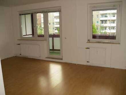 3 Raum Whg im 2. OG mit großem verglasten Balkon