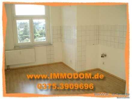 Tolle 2-Zi. Wohnung mit großer Wohnküche, Einbauküche, Wintergarten und Bad mit Fenster