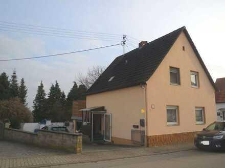 Kleines freistehendes 1-FH mit Nebengebäuden in Neupotz