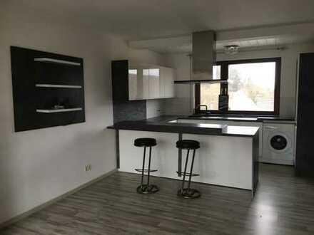 Gepflegte 2-Zimmer-DG-Wohnung mit großer Terrasse und neuwertiger Einbauküche in Remseck am Neckar