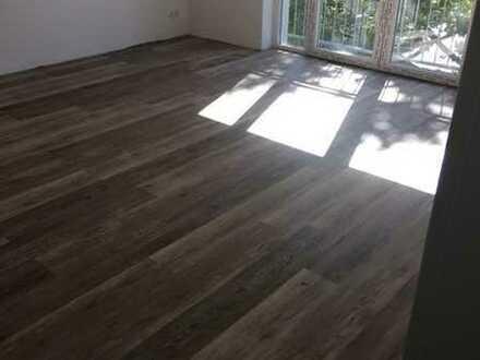 Teilmöblierte und frisch kernsanierte 2-Zi.-Wohnung mit EBK/Fußbodenheizung und Balkon Nahe Uni!