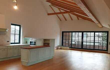 Gepflegte 3-Zimmer-Dachgeschosswohnung mit Balkon und EBK in Lokstedt, Hamburg