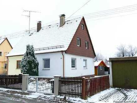 Sanierungsbedürftige Doppelhaushälfte mit Grundstücksreserve *Bieterverfahren*